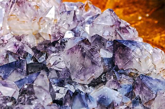 Imagem de cristais e pedras minerais