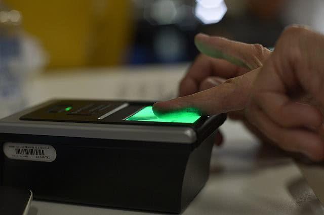 Imagem do processo de recadastramento biométrico eleitoral