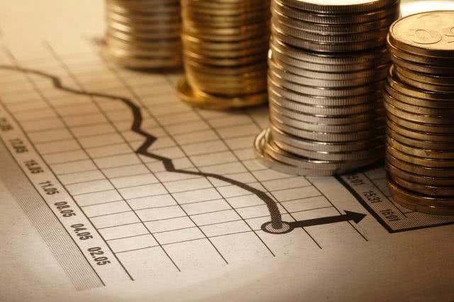Educador financeiro orienta como usar o 13° salário