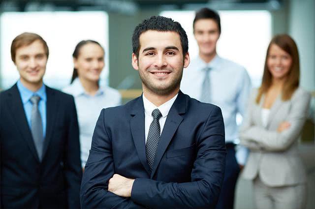 Quando um funcionário falta ao trabalho o que é descontado?