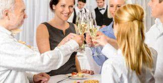 Veja modelos de frases para convites de festa de confraternização