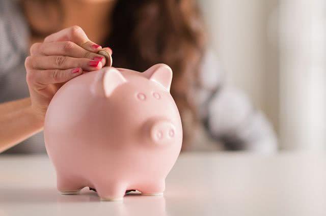 Confira já como sair das dívidas e começar a guardar dinheiro