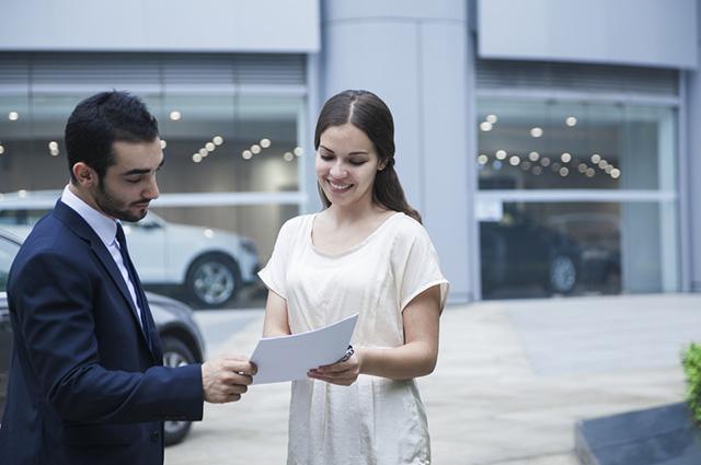 Para transferir a documentação do carro seminovo, é preciso que o veículo esteja sem débitos