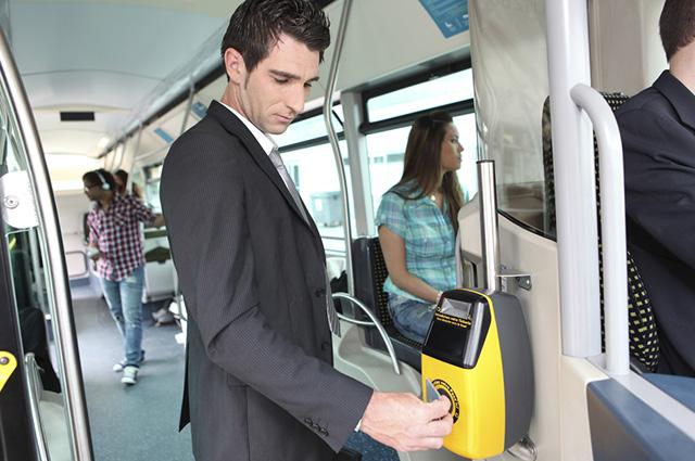 O vale transporte pode ser pago em dinheiro ou com os próprios tickets ou cartões de acesso