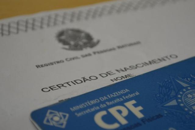 Representados pelos pais, os menores de idade podem solicitar o CPF