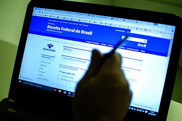 Tela de computador com site da Receita Federal